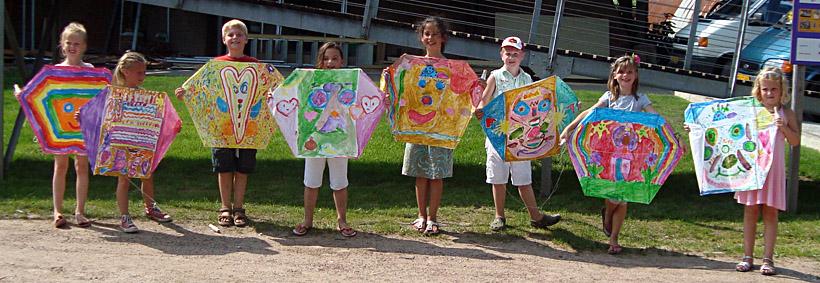 Uitzonderlijk Kinderfeestje vliegers schilderen en knutselen, je verjaardag  PQ47
